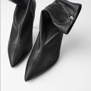 Elastic pointed toe booties